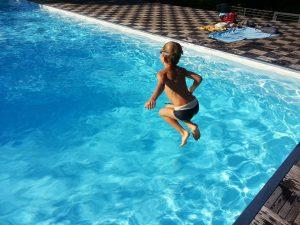 vider une piscine coque polyester